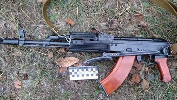 На Харьковщине молодой человек устроил стрельбу на улице