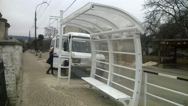 Необычная остановка общественного транспорта в Золочеве