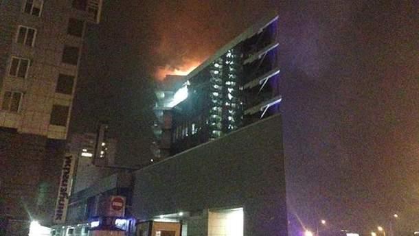 В Киеве горит торговый центр SilverBreeze