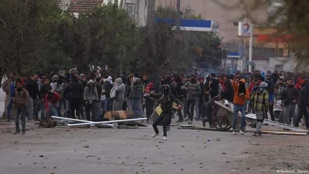 Уряд Тунісу залучить армію проти протистантів