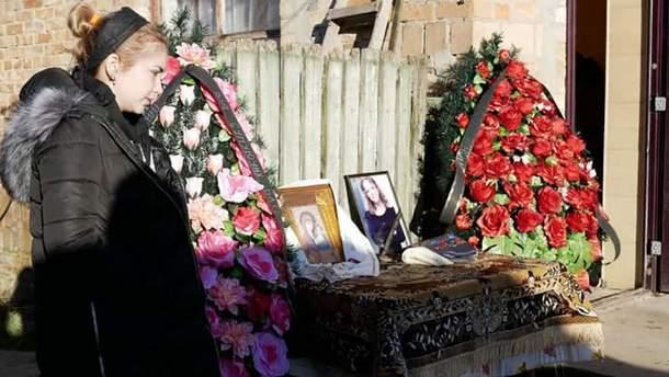 Анастасия Ноздровская на прощании с матерью Ириной