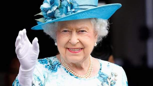 Букингемский дворец отозвал свое разрешение на производство королевских бюстгальтеров
