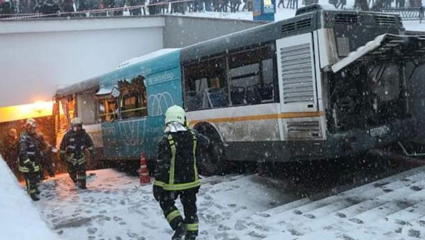 Авария на Славянском бульваре в Москве