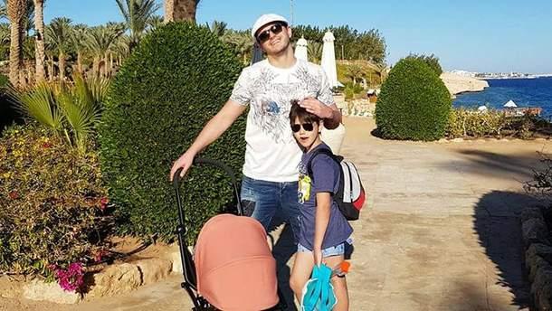 Сергій Притула з сином в Єгипті
