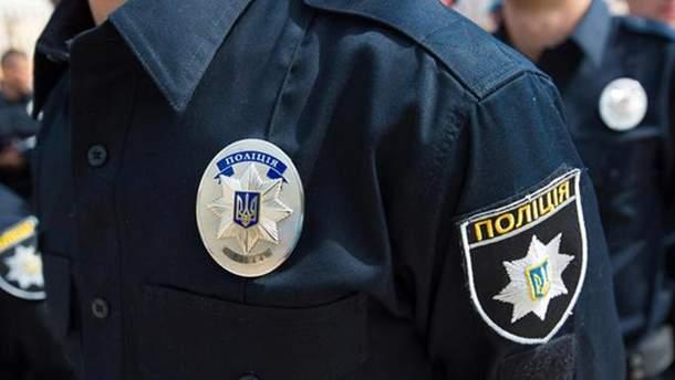 В Харькове задержали полицейского, который угрожал оружием работникам магазина