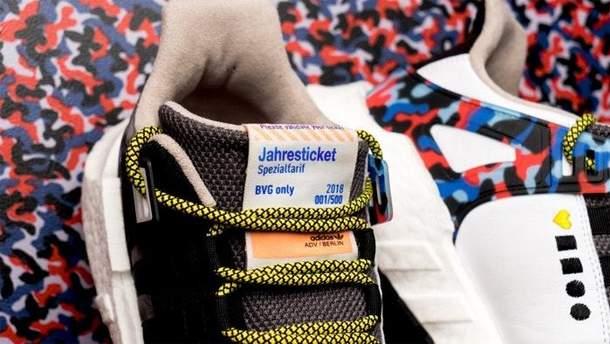 Кроссовки Adidas для метро