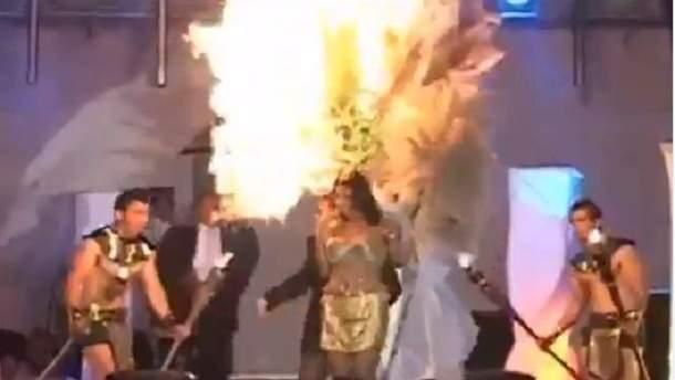 В Сальвадоре во время конкурса красоты загорелась участница