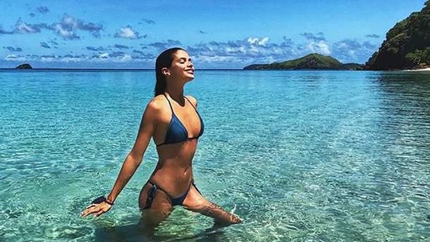 Сара Сампайо похизувалась ідеальними формами у купальнику: спокусливі фото