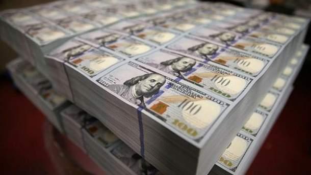 Украинцы массово скупают валюту