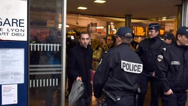 Полиция арестовала 29 человек, которые разгромили поезд во Франции