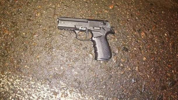 В Сумах мужчина открыл огонь по людям в магазине: есть раненые