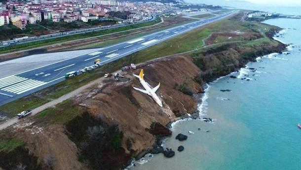 У Туреччині літак ледь не зірвався у прірву