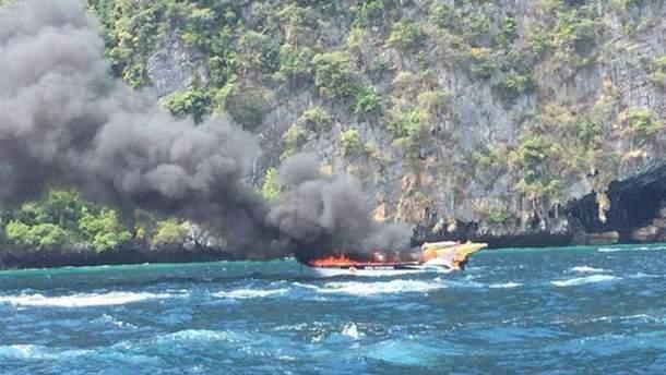 Пожар на катере в Таиланде