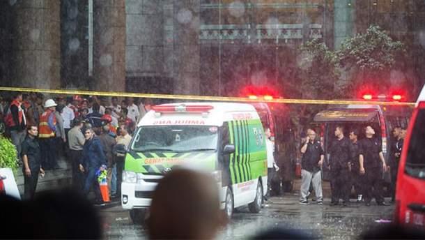 В Индонезии рухнул этаж здания биржи