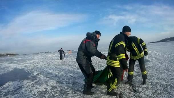 Двое подростков провалились под лед на Днепре в Черкассах