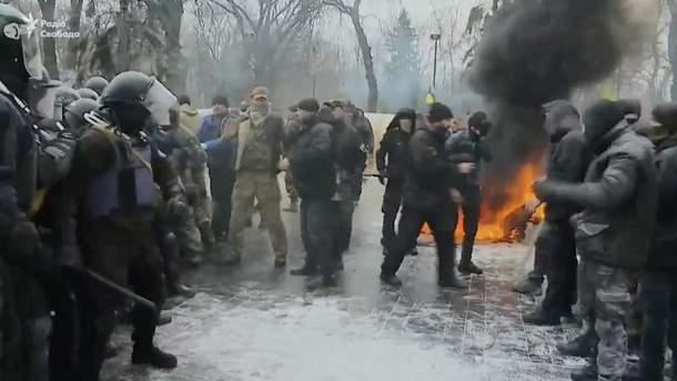 Під Радою сталася сутичка між мітингувальниками та поліцією