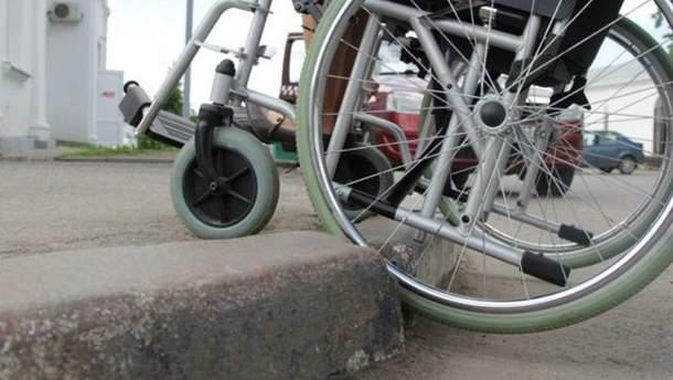 Людям с инивалиднистю на колясках могут позволить ездить по проезжей части