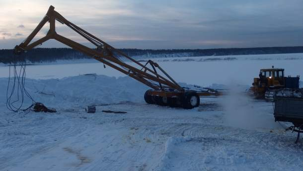 В России тяжелая техника пошла под лед