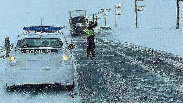 Полиция предупреждает водителей о непогоде