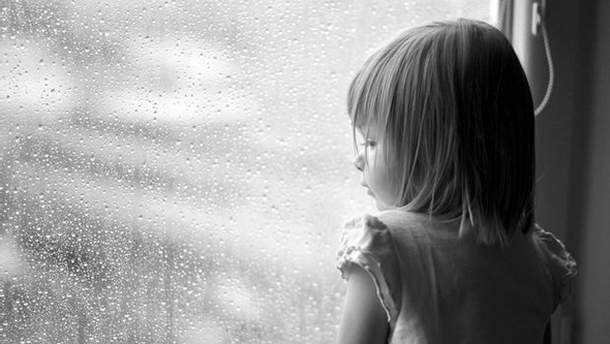 Жінка викинула з вікна свою доньку
