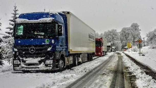 Через негоду до Києва не пускають вантажівки