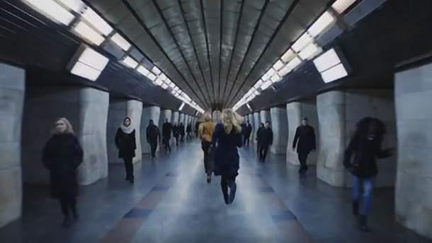 "Реклама в метро Киева для ""Trainline"""