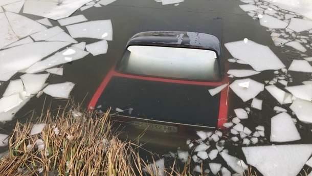 Авто пішло під лід внаслідок ДТП на Одещині