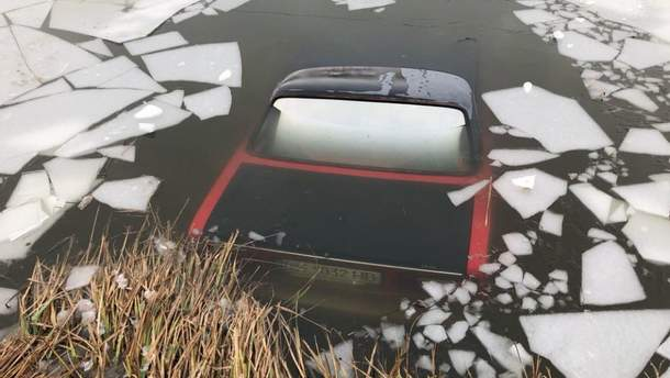 Авто ушло под лед в результате ДТП в Одесской области