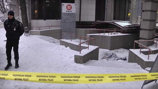 Мужчина выпал из квартиры, в которой нашли труп женщины в центре Харькова