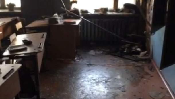 В России подростки напали на школу с топором и коктейлем Молотова