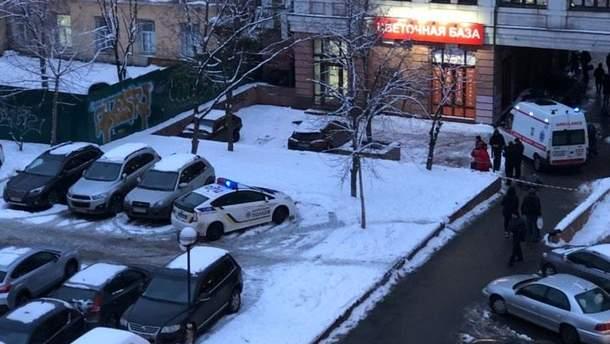 В Киеве возле метро внезапно умер человек