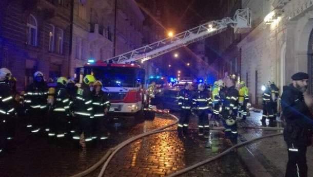 У центрі Праги горить готель