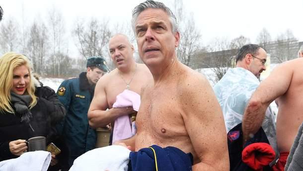 Посол Росії в США Джон Хантсман пірнув в ополонку на Водохреще у Підмосков'ї