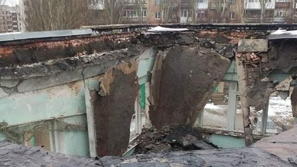 Обвал даху Світлодарської школи № 11