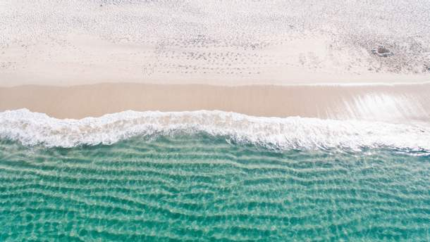 Перебування на пляжі робить людей щасливішими