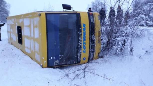 Возле  Кривого Рога перевернулся автобус: пострадали пассажиры