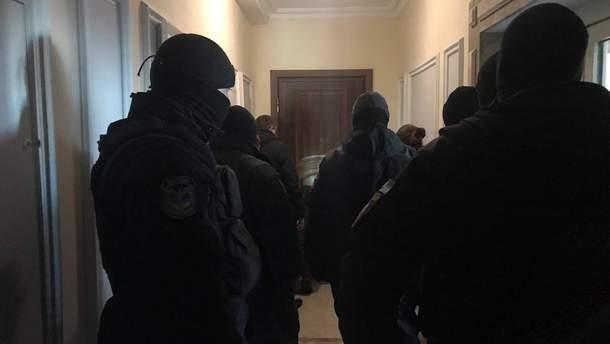 Свівробітників управління Нацагентства активів не пускають у квартиру