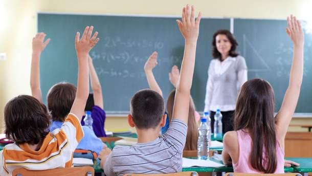 Школы Латвии переходят на национальный язык