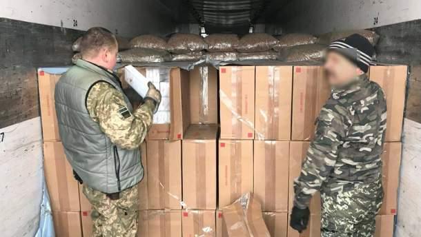 Рівненські митники виявили рекордну партію контрабандних цигарок