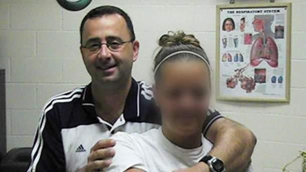 Ларри Нассар и одна из его жертв