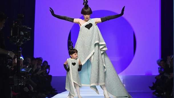 Коко Роша и ее дочь Айон на показе Jean Paul Gaultier