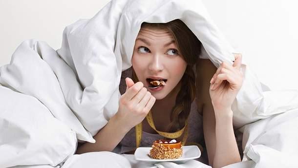 Чому погано їсти на ніч