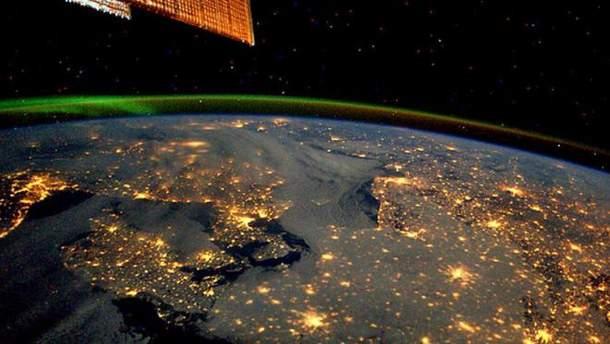 Астронавт з МКС показав Землю вночі
