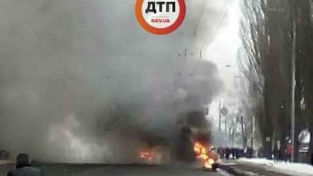 У Києві зіштовхнулись 3 авто і фура