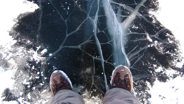 Во Львове мальчик провалился под лед на озере