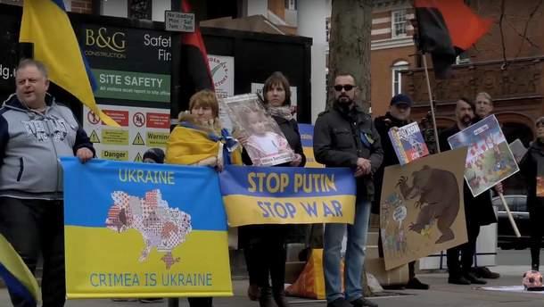 Митинг под российским посольством в Великобритании