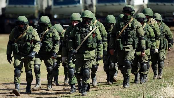 Російькі військові в анексованому Криму