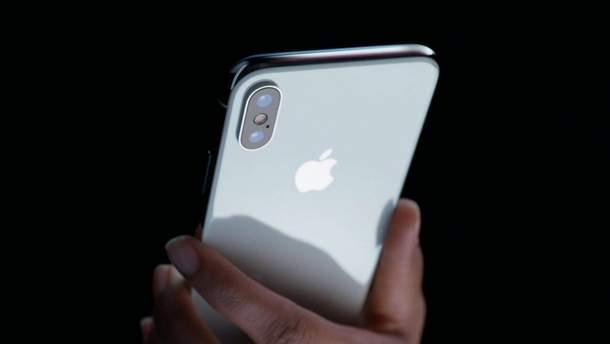 Apple скоротить удвічі виробництво iPhone X через низький продаж