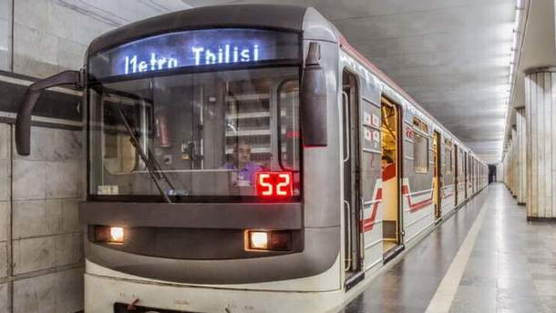"На станции метро ""Варкетили"" в Тбилиси упал потолок"