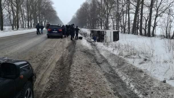 Рейсовый автобус перевернулся под Харьковом